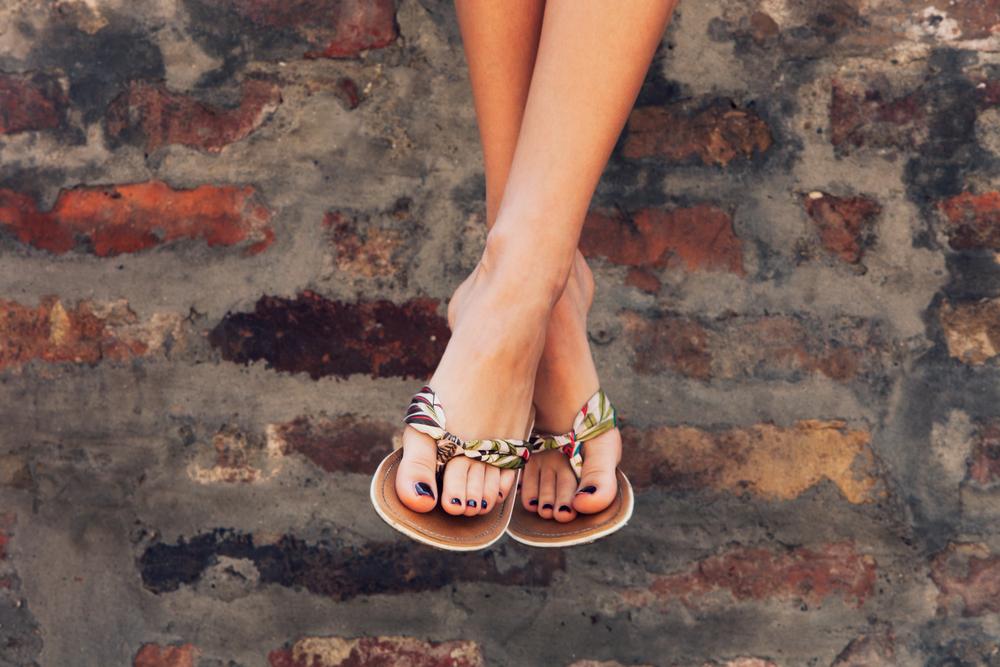 Sådan får du flotte fødder i sandaler til sommer